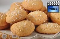 http://www.joyofbaking.com/images/amaretticookiesfront.jpg