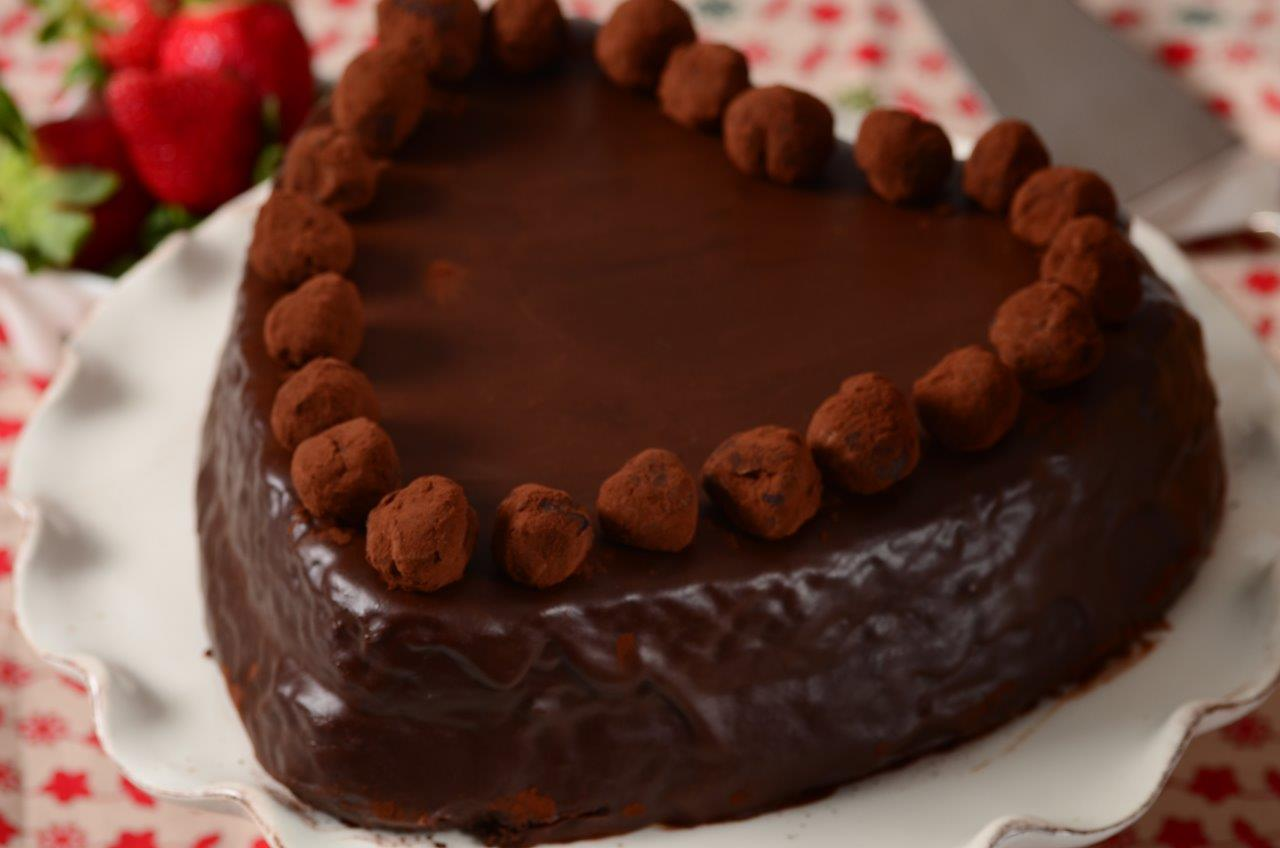 Chocolate And Cream Cake Recipe