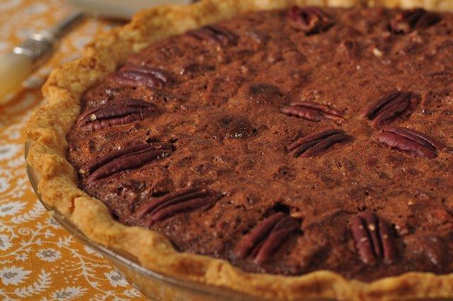 Chocolate pecan pie joyofbaking video recipe forumfinder Choice Image