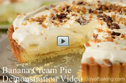 In this video, Stephanie shows how a banana cream pie