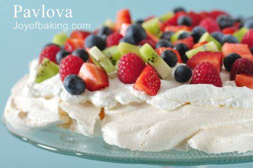 Pavlova, the popular Christmas meringue dessert in Australia and New ...